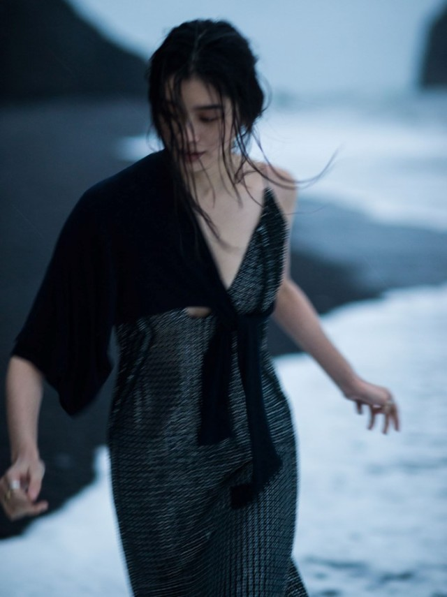 Vogue_China-January_2016-Ming_Xi-by-Gilles_Bensimon-09.jpg