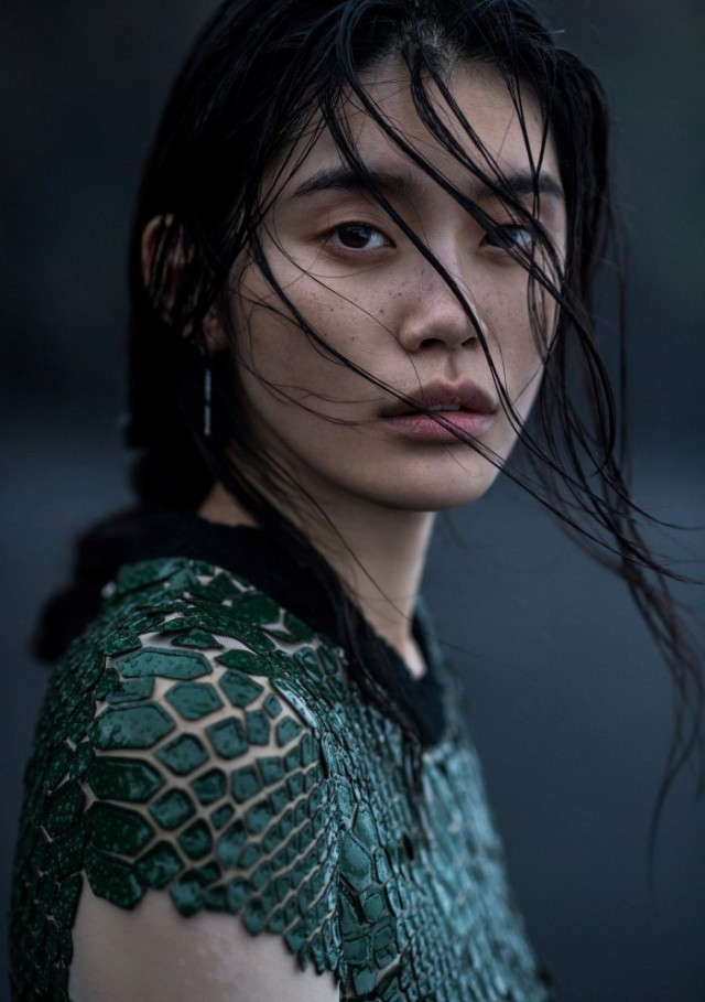 Vogue_China-January_2016-Ming_Xi-by-Gilles_Bensimon-04.jpg