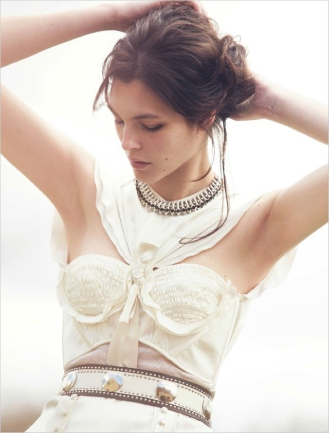 Vittoria-Ceretti-Vogue-Kina-David-Bellemere- (1) .jpg