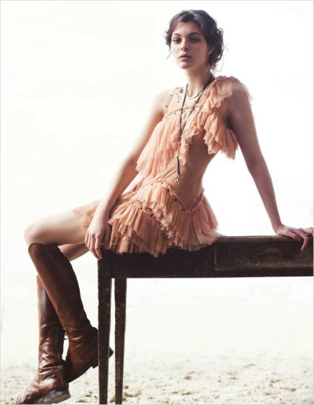 Vittoria-Ceretti-Vogue-Kina-David-Bellemere- (7) .jpg